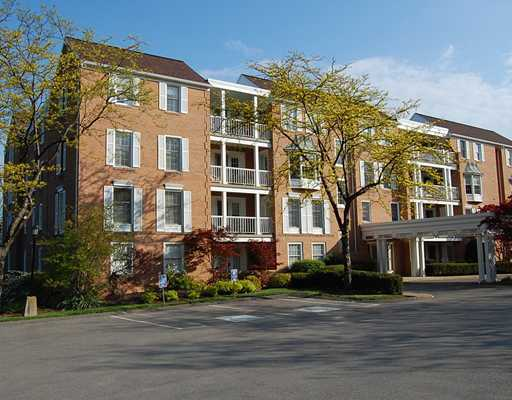Woodridge Condominium Building on Kingsberry