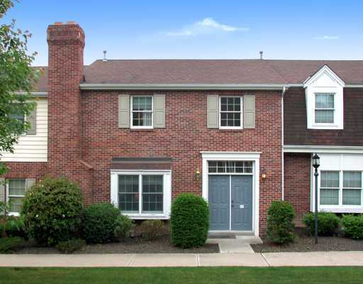 Williamsburg Commons - Colonial Style Townhomes