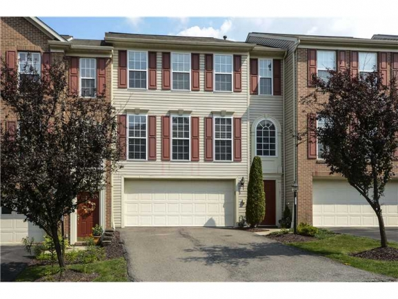 Lovely Townhomes also in this Community