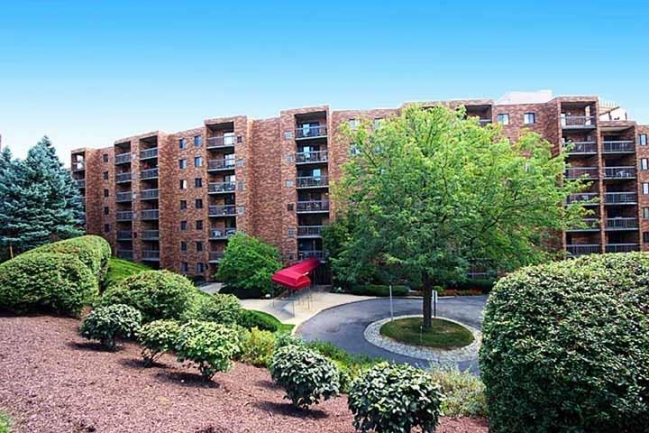 Cochran Hall Condominiums ~ Highly Desirable Condos on Cochran Road in Scott Township